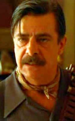 Giancarlo Giannini as Alberto Aragon